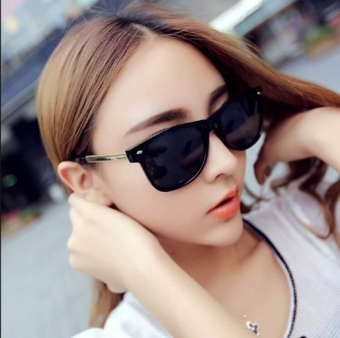 Model Kacamata Hitam Wanita Terbaru